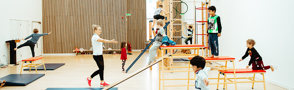 gymnastics children balancing
