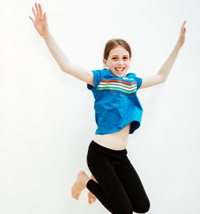 Cheerleading girl jumping 353x378 1