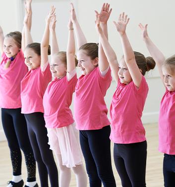 Drama girls pink handsup 353x378 1
