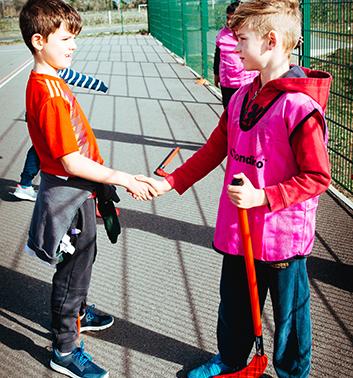 England Hockey boys shaking hand 353x378 1