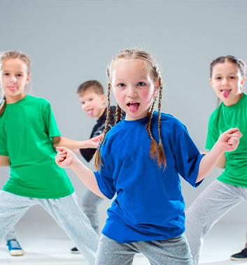 Street Dance girls plaits 353x378 1