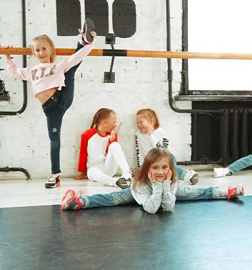 Street Dance splits floor 353x378 1